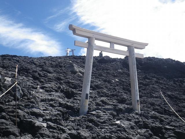 富士宮山頂にある鳥居が見えてきた!