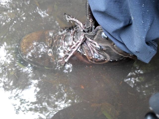 水に浸かった登山靴