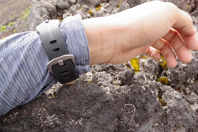 富士山 吉田ルート 八合目付近 腕時計と岩場