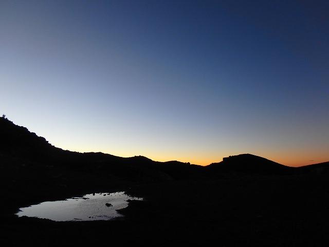 富士山 山頂からの夕暮れ