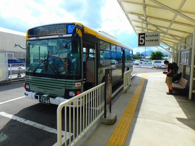 富士山駅と富士北麓駐車場行き、バスのりば