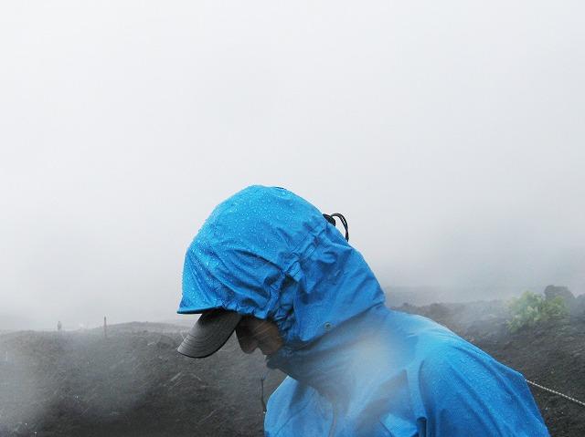 雨の日でも帽子は大活躍