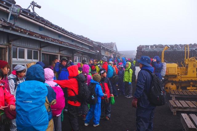 冨士山の八合目以上の小屋は人気で混雑時期は予約で埋まる